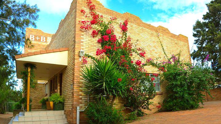 Cannonville Akkommodasie by Sundune Guest House | LekkeSlaap